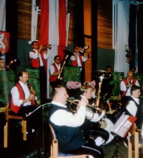 Blasmusik-Spektakel mit Machland Musikanten und Mostviertler Birnbeitlern