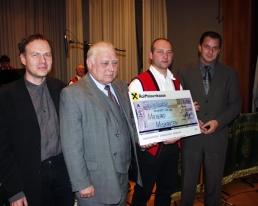 Heigl Friedrich überreicht Spende im Rahmen eines Benefizkonzertes in Perg - Machland Musikanten
