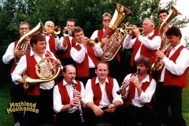 Die Machland Musikanten, zwölf engagierte Musiker aus dem Bezirk Perg, verhelfen der traditionellen böhmischen Blasmusik zu neuer Beliebtheit